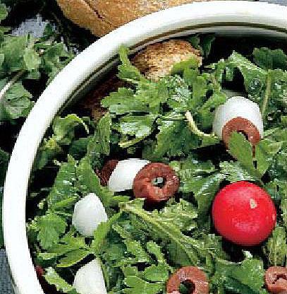 Σαλάτα με ρόκα και αντζούγιες